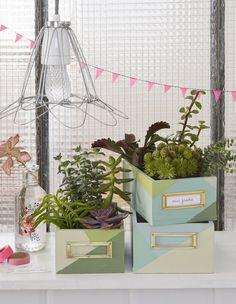 DIY récup : fabriquer des boîtes pour créer des jardinières homemade! Recyclage et upcycling sur Marie Claire Idées !