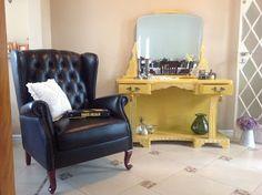 Ateliando - Customização de móveis antigos: Penteadeira Art Deco Mostarda  Olha o resultado de um móvel super antigo, relíquia de família, guardado ao longo dos anos e agora com a repaginação do nosso atelier!