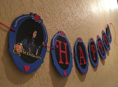 Descendants inspired Evie Mirror Happy Birthday por BannersAndStuff
