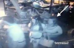 VIDEO – Dos #mujeres roban bolso en #restaurante de la capital