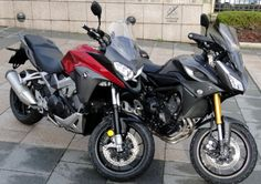 "In 2015, two Japanese Honda and Yamaha motorcycles manufacturers compete on the segment of the ""Sports Road trail to trend GT"". That Honda Crossrunner VFR800X or Yamaha MT-09 Tracer comes out winner of this new duel bikesmedia? On your marks, ready… The weight of motorcycle, the shock of philosophies… Damn. The confrontation between the Honda ..."