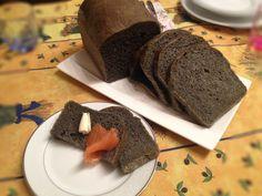 Questo pane in cassetta ha un colore grigio scuro, un leggero sapore di mare e una consistenza molto morbida. E' ottimo per un antipasto di tartine al salmone per esempio, o come accompagnamento di secondi di pesce. Io utilizzo il…