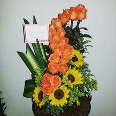 Rosas Naranjas con Girasoles