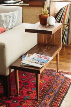 Make your own mid century furniture- Tiered mid-century modern side table. Great idea for creating storage, from plants to magazines to remote controls. This looks like it could be an easy DIY project. Mid Century Modern Side Table, Mid Century Modern Living Room, Mid Century Modern Furniture, Modern Room, Mid Century Modern Decor, Contemporary Furniture, Contemporary Rugs, Mid Century Coffee Table, Modern End Tables