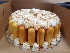 Twinkie cake Twinkie Desserts, Twinkie Cake, Yummy Treats, Sweet Treats, Cheat Meal, Sugar Art, Wedding Cakes, Lunch, Wedding 2017
