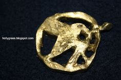 how to create your own mockingjay pin