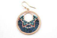 Brick Stitch weaving tutorial: Learn how to weave Miyuki beads around a hex spacer itself inside a weaving ring. Learn how to weave Miyuki creoles with two interlocking rings. Beaded Rings, Beaded Jewelry, Handmade Jewelry, Beading Tools, Brick Stitch Earrings, Bead Crochet Rope, Summer Jewelry, Bead Weaving, Beaded Embroidery