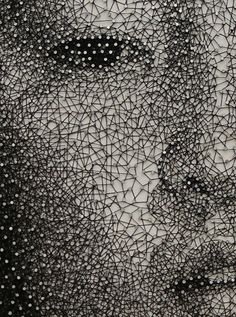 ニューヨーク在住の日本人アーティスト Kumi Yamashita (山下工美) 作。 無数の釘に糸を引っ掛けて描いた作品。 「Constellation」kumi-yamashita8.jpg