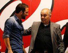 Gonzalo Higuain of Napoli and Alejandro Sabella head coach of Argentina before the Serie A match between SSC Napoli and Cagliari Calcio at S...