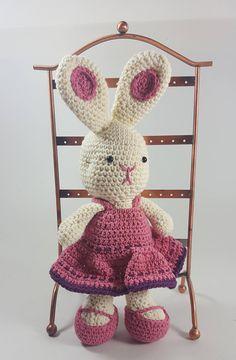 Amigurumi pink Bunny, pink crocheted Bunny, cute bunny, handmade bunny, gift for children, gift for girl, gift for boy, crochet pink Bunny