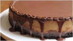 This layered mocha cheesecake will make your day! The combination of mocha and Oreos will take you to completely another level of cheesecake experience. Here is the recipe:Servings 16 Ingredients:For … Mocha Cheesecake, Cheesecake Cake, Cheesecake Recipes, Dessert Recipes, Delicious Desserts, Yummy Food, Mini Cheesecakes, Donut Recipes, Special Recipes