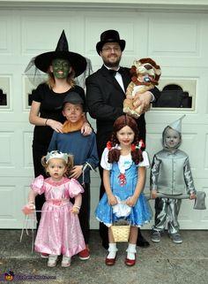 Wizard of Oz Family - 2013 Halloween Costume Contest via @costumeworks