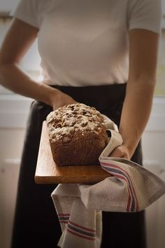 Pan rápido de ciruelas y almendras ahumadas. Prunes & Smoked Almond quick Bread