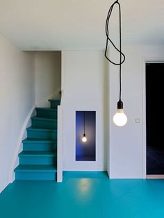 Coloured floors Love this blue flooring.this is a great idea for garage floor. Colour Architecture, Interior Architecture, Interior And Exterior, Interior Design, Painted Stairs, Painted Floors, Blue Floor, Epoxy Floor, Decoration