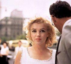 Marilyn Monroe with Arthur Miller New York, 1957.  Photo Sam Shaw
