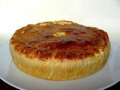 Une tourte aux fruits de mer, crème et poireaux. Un vrai goût de Bretagne de mon point de vue. Ce n'est pas LA tourte bretonne, c'est MA tourte bretonne... --------------- Nettoyer les poireaux et les faire cuire à l'eau. Ils sont cuits quand la lame d'un