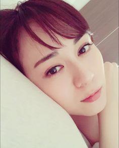 女優の比嘉愛未さんのインスタグラム(Instagram)写真「眠すぎるムムム。。。#舞台ロス?#いやいや#そんな時間はないぞ比嘉#しっかりせぃ」。芸能人・有名人のInstagram(インスタグラム)。