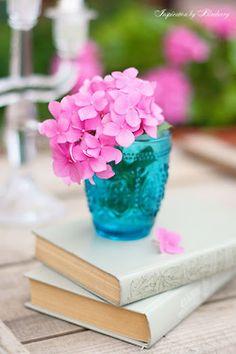 Pink petals in aqua vase  ᘡℓvᘠ❉ღϠ₡ღ✻↞❁✦彡●⊱❊⊰✦❁ ڿڰۣ❁ ℓα-ℓα-ℓα вσηηє νιє ♡༺✿༻♡·✳︎· ❀‿ ❀ ·✳︎· FR Sep 30, 2016 ✨ gυяυ ✤ॐ ✧⚜✧ ❦♥⭐♢∘❃♦♡❊ нανє α ηι¢є ∂αу ❊ღ༺✿༻✨♥♫ ~*~ ♪ ♥✫❁✦⊱❊⊰●彡✦❁↠ ஜℓvஜ