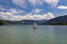 #Ägerisee und #Morgartenberg von #Unterägeri aus gesehen. Mountains, Nature, Travel, Switzerland, Places, Photo Illustration, Naturaleza, Viajes, Trips