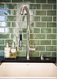 love that subway tile......