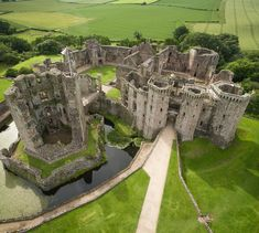 🏰 Explore one of Wales' most impressive castles this weekend for free as offer free tours of Raglan Castle and many other of its sites as part of their Open Doors events. Welsh Castles, Castles In Wales, Wales Castle, Abandoned Castles, Abandoned Places, Places To Travel, Places To Go, Visit Wales, Castle Ruins