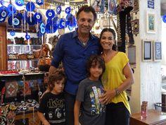 Domingos e família na cidade cenográfica de Salve Jorge (Foto: Salve Jorge/ TV…