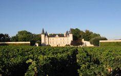 Médoc, Saint-Éstèphe, Pauillac, Saint-Julien, Margaux, Graves, Pessac-Léognan, Sauternes e Barsac. O que esses nomes têm em comum? Todos ficam à margem esquerda do rio Gironde, em Bordeaux, e produzem excelentes vinhos, entre eles os renomados Premier Crus Classés.  Quer saber mais sobre a região?  Clique aqui pra ler mais:  #vinho #vivaovinho #wine #winelover #instawine #winetime #vinhofrances #Bordeaux #dicasdevinhos #winetips #instavinho 🍷🍷🍷