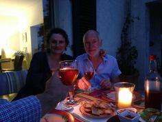Nadine, Jean-Yves et Jérôme (du moins son verre) lors de son dîner face à la mer. Un bonheur...