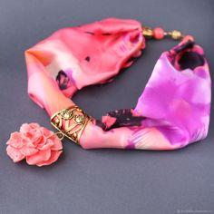 """Купить """"KENZO"""" Колье-платок из шелка с подвеской цветком из тридакны в интернет магазине на Ярмарке Мастеров"""