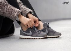 Nike Wmns Air Pegasus 83 (Dark Grey / Stealth - Black)