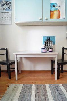 Pienet tuolit ja pöytä