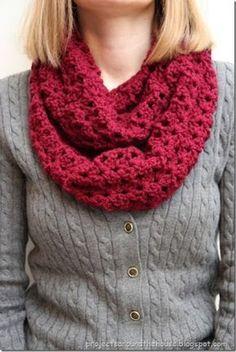 Crochet Double V Stitch Quick Infinity Scarf Free Pattern #CrochetScarf