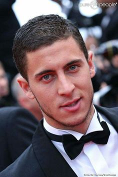 Eden Michael Hazard is a Belgian professional footballer who plays for English club Chelsea and th. Chelsea Fc, Club Chelsea, Chelsea Football, Football Boys, Football Stuff, Manchester City, Manchester United, Belgium National Football Team, National Football Teams