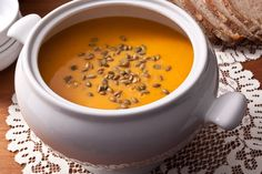 How to make butternut squash soup? This roasted butternut squash soup recipe has roasted squash blended with sautéed onions and tart apples. Soup Recipes, Cooking Recipes, Diet Recipes, Salad Recipes, Vegetarian Recipes, Squash Vegetable, Roasted Butternut Squash Soup, Soup And Salad, Kale Salad