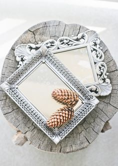 DIY: turn a picture frame into an antique mirror (or vanity tray) using looking glass paint. Home Crafts, Fun Crafts, Diy Home Decor, Diy And Crafts, Arts And Crafts, Old Picture Frames, Old Frames, Vintage Frames, Recycler Diy
