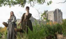 Geillis Duncan (Lotte Verbeek) and Claire (Caitriona Balfe) © Courtesy of Sony Pictures Television