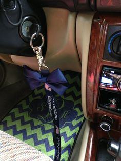 DIY: perfect bow to put on your lanyard... SO CUTE