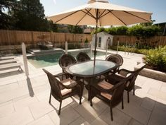 Simple pool side cabana merges seamlessly with the exterior design. Outdoor Dining, Outdoor Tables, Outdoor Decor, Simple Pool, Pool Cabana, Mont Real, Home Landscaping, Open Up, Exterior Design