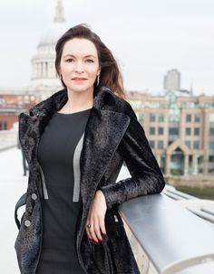 Outdoor business portraits in the City #Londonindependentphotography #brandingphotograhy