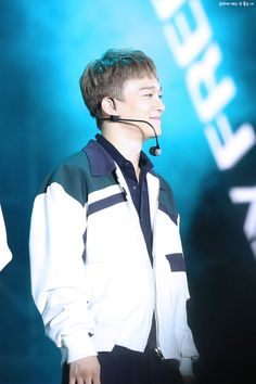 Chen - 170915 Lotte Duty Free Family K-Pop Concert Credit: 심장에 매우 안 좋은 너.