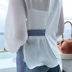 Fashion V Neck Loose Long Sleeve Chiffon Blouse Fashion V Neck Loose Long Sleeve Chiffon Blouse – Wikiyoung Fashion V Neck Loose Long Sleeve Chiffon Shirt – blouse designs latest,chic blouses,women … Blouse Styles, Blouse Designs, Hijab Fashion, Fashion Dresses, Hijab Stile, Mode Hijab, Chiffon Shirt, Looks Style, Chic Outfits