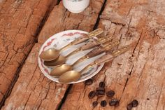 Brass spoons - Set of 4 brass tea or coffee spoons with wooden handles - Vintage tea spoons - Old coffee spoons - Small spoons - Tea time