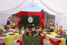 Mila's magical Snow White party | CatchMyParty.com
