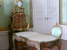 Schreibtisch Friedrich II im Schloss Sanssouci in Potsdam - aufgenommen und gepinnt vom Immobilien Büro in Hannover Makler arthax-immobilien.de
