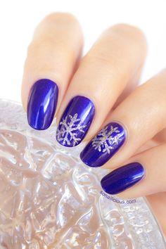 Easy Christmas nails - snowflake nails.