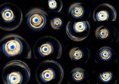 Licht - Reflektionen: Leere - Wasser-Flasche von innen: