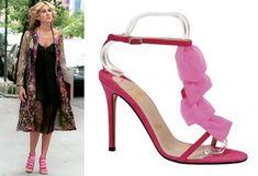 Love those shoes and coat! Carrie bradshaw, sarah jessica parker, manolo blahnik