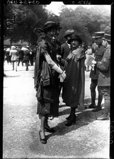 1919 Fashion at the Parisian races IMAGE: AGENCE ROL/GALLICA VIA EUROPEANA