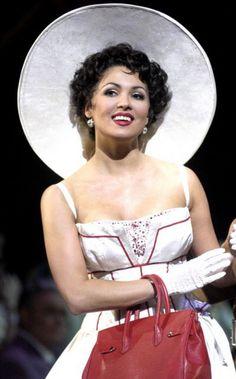 Anna Netrebko as Manon 2006  Видела эту постановку по телеку. ...Удивляют меня подобные вещи... Я традиционалист, предпочитаю видеть Манон в робе восемнадцатого столетия.