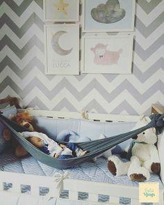 E quando a gente amarra o Tatá Sling de uma jeito que ele vira  a rede para o bebê?  Bebê só no balanço dormindo curtindo e descansando @Regrann from @tataslings -  Sabe aquelas fotos que parecem que saíram lá do #pinterest ?  . . . Então foi essa que recebi da @cili10 !  Apaixonada com a amarração de  rede de Tatá Slings que a mamãe fez para o Lucca  - #regrann